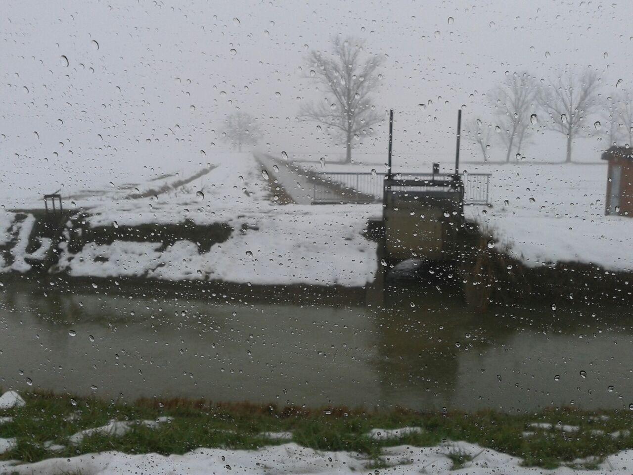 piove sulla neve